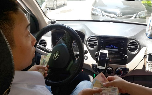 Hiệp hội Taxi Hà Nội và các hãng taxi có mặt đều khẳng định, không phản đối Uber, Grab nhưng cần sự công bằng trong cạnh tranh kinh doanh. Ảnh: Dân Trí
