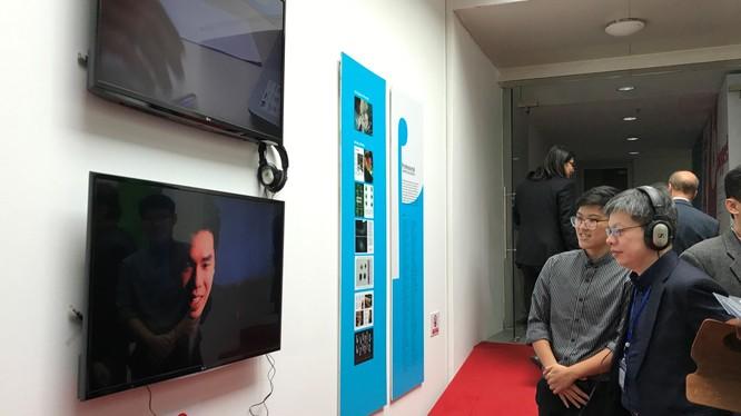 """Đề xuất dự án truyền thông cho quần thể di tích Văn Miếu Quốc Tử Giám là một trong số hơn 14 sản phẩm sáng tạo được trưng bày tại triển lãm sáng tạo mang tên """"Bigger!"""" đang được khoa Truyền thông &Thiết kế, Đại học RMIT Việt Nam tổ chức tại cơ sở đào tạo"""