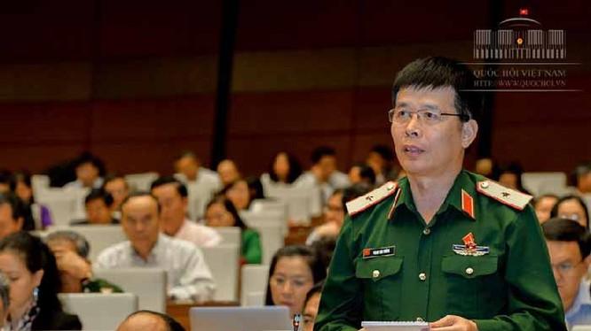 Thiếu tướng Phan Văn Tường, Phó tư lệnh Quân Khu 1, đại biểu Quốc hội đoàn Thái Nguyên.