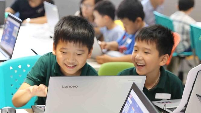 Trẻ em được phát triển tư duy logic, tư duy sáng tạo, ứng dụng công nghệ vào cuộc sống thông qua việc học lập trình. Ảnh: Xuân Lan