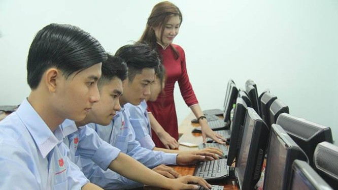 Nhiều cơ sở đào tạo nhân lực CNTT chưa đánh giá cao việc hợp tác với các doanh nghiệp để nâng cao chất lượng đào tạo, hỗ trợ sinh viên có điều kiện tiếp xúc với môi trường thực tế, trau dồi kiến thức. Ảnh minh họa: Trường CĐ Miền Nam.