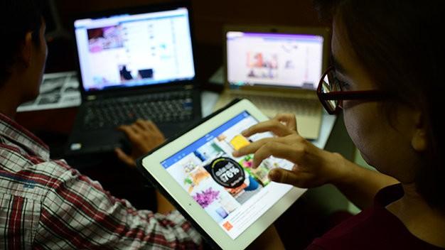 TPHCM có khoảng 13.800 tài khoản facebook quảng bá sản phẩm hoặc có hoạt động thương mại điện tử. Ảnh minh họa: VTV.