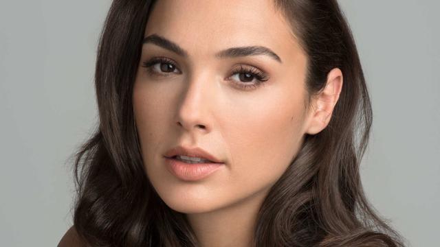 Hoa hậu, người mẫu, diễn viên người Israel Gal Gadot. Ảnh: Elle.