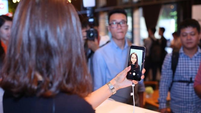 Redmi 5A được bán giá 1,79 triệu đồng/đồng với hi vọng tạo nên một cuộc cách mạng về smartphone giá rẻ tại thị trường Việt Nam.