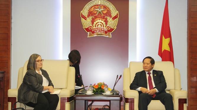 Bộ trưởng Bộ TT&TT Trương Minh Tuấn tiếp Bà Ann Lavin, Giám đốc Chính sách Công và Quan hệ Chính phủ, Google khu vực Châu Á – Thái Bình Dương