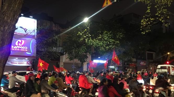 Dân mạng vỡ òa cảm xúc khi U23 Việt Nam vào kết giải U23 châu Á. Ảnh: Hồng Vân