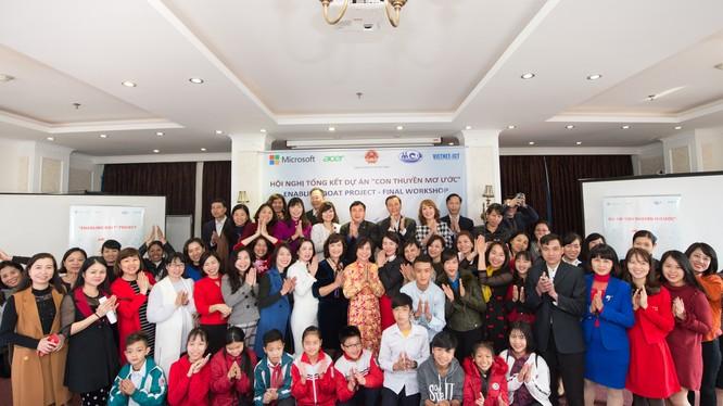 """Dự án """"Con thuyền mơ ước"""" do Trung tâm Bảo tồn Sinh vật biển và Phát triển Cộng đồng (MCD) phối hợp UBND thành phố Hạ Long tổ chức. Ảnh: Nam Phương"""