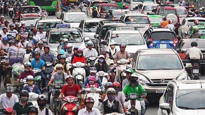 Lượng người đổ về Hà Nội và TP.HCM những ngày này rất đông, khiến giao thông nhiều nơi rơi vào tình trạng ùn tắc cục bộ. Ảnh: VGP.