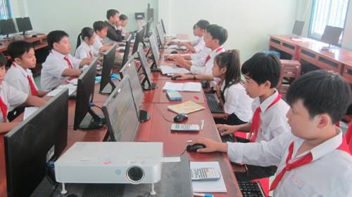 """Đông đảo thí sinh tham gia cuộc thi """"Vì an toàn giao thông Thủ đô trên internet"""". Ảnh: Website cuộc thi."""