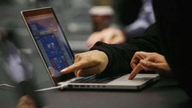 Người nổi tiếng và chính trị gia đang là mục tiêu nhắm đến hàng đầu của tội phạm mạng. Ảnh minh họa: AP