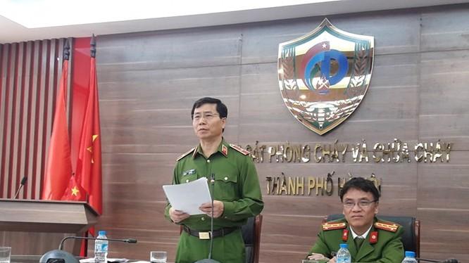 Thiếu tướng Hoàng Quốc Định - Giám đốc Cảnh sát PCCC Hà Nội thông tin tới báo chí ngày 19/3. Ảnh: CS PCCC HN.