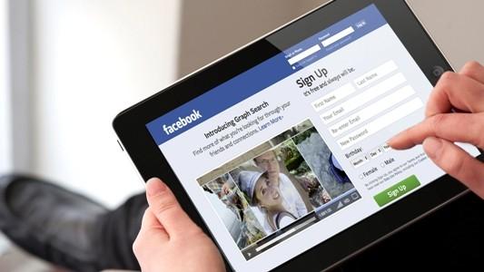 Facebook cho biết sẽ có thực hiện nhiều việc cùng lúc để xử lý khủng hoảng về lộ thông tin của 50 triệu tài khoản đang diễn ra. Ảnh minh họa: CNet