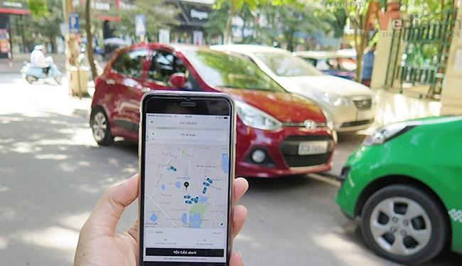 Các hãng taxi truyền thống cho rằng Uber, Grab đang cạnh tranh thiếu lành mạnh, phá giá thị trường. Ảnh: Bộ Công thương