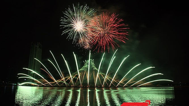 Lễ hội Pháo hoa Quốc tế thường niên tại Đà Nẵng được xem là yếu tố hấp dẫn du khách tìm đến thành phố biển miền Trung này.