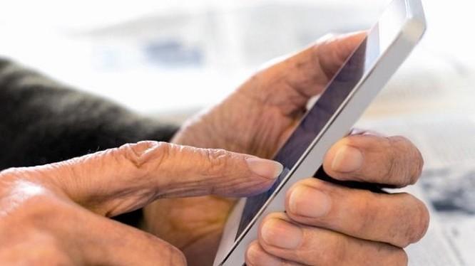 Kết quả khảo sát vào nửa cuối năm 2017 cho thấy, nhóm người tuổi trên 55 sở hữu trung bình 4 thiết bị trong mỗi gia đình, bao gồm 2 máy tính và 2 thiết bị di động.