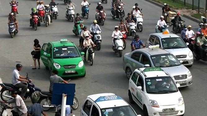 Bộ trưởng Nguyễn Văn Thể lưu ý, Bộ, ngành địa phương quản lý hoạt động vận tải nói chúng chứ không riêng taxi.