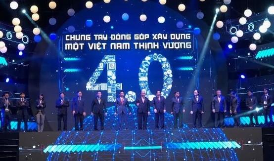 Thủ tướng cùng các đại biểu thực hiện nghi thức công bố sáng kiến Mạng lưới đổi mới sáng tạo Việt Nam.
