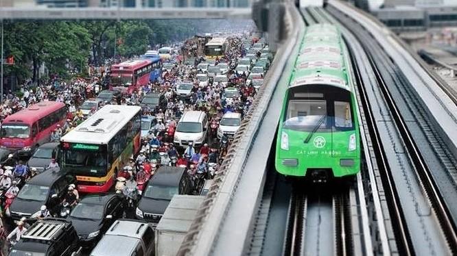 Các nhà ga đường sắt trên cao Cát Linh - Hà Đông đang hoàn thiện giai đoạn cuối, đoàn tàu đã bắt đầu chạy thử.