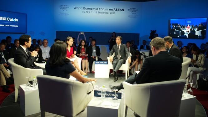 """Bộ trưởng Bộ Công Thương Trần Tuấn Anh tại phiên thảo luận về """"Thị trường số, Cơ hội toàn cầu""""."""