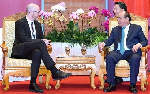 Thủ tướng Nguyễn Xuân Phúc tiếp Phó Chủ tịch về Chính sách công tại khu vực châu Á-Thái Bình Dương của Facebook, ông Simon Milner.