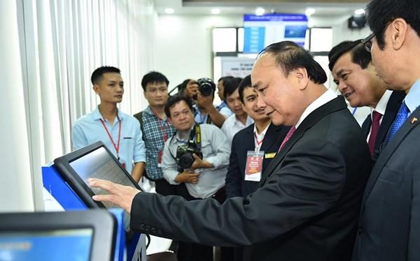 Ảnh minh họa: Thủ tướng tham quan Trung tâm hành chính công và xúc tiến đầu tư tỉnh Quảng Nam.
