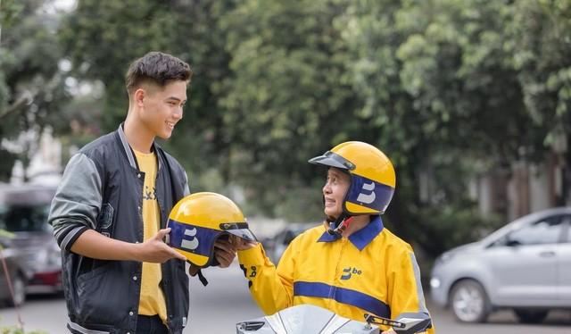 """Hình ảnh tài xế Be trong bộ đồng phục """"ong vàng."""