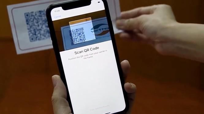 Việc sử dụng eSIM sẽ giải quyết được các hạn chế thường xảy ra với dòng SIM vật lý như: hỏng SIM, kẹt khay SIM... qua đó dần thay thế cho nanoSIM trên các thiết bị đời mới như điện thoại Apple iPhone XS.
