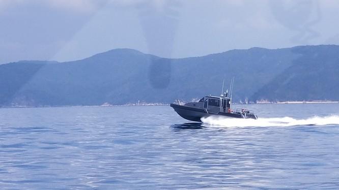Xuồng Metal Shark thuộc Vùng Cảnh sát Biển III Việt Nam với vận tốc 35 hải lý một giờ.