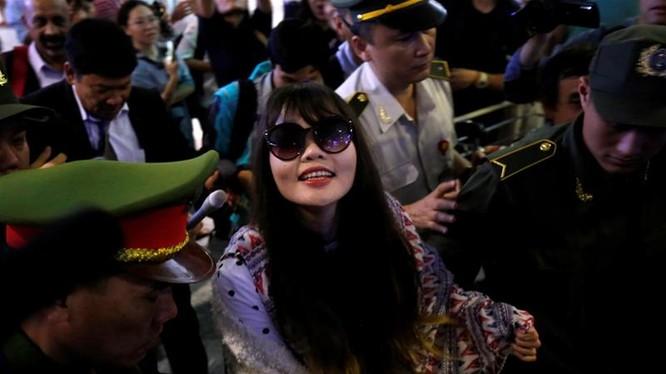 Đoàn Thị Hương đã trở về quê nhà đêm qua. Ảnh: Reuters.