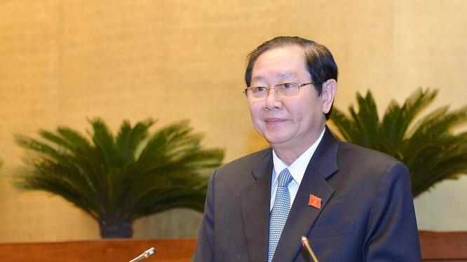 Bộ trưởng Bộ Nội vụ Lê Vĩnh Tân cho rằng quy định về hình thức kỷ luật giáng chức là không phù hợp với việc bố trí công chức theo vị trí việc làm.