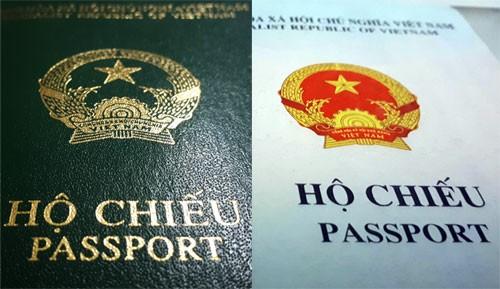 Hộ chiếu hiện nay sử dụng vật liệu giấy, có bìa làm bằng nhựa màu xanh và không có chỗ để gắn chíp.