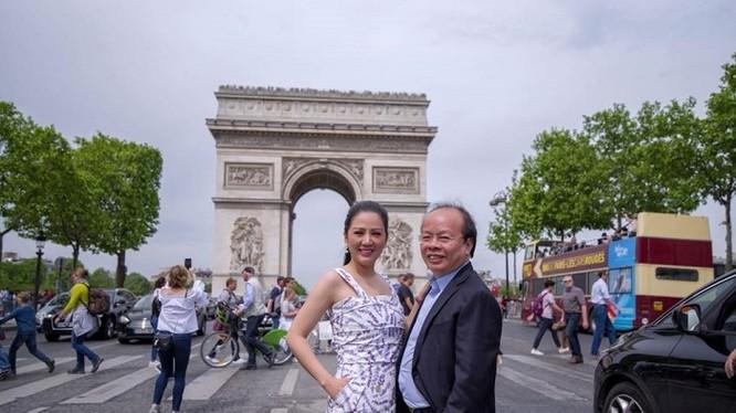 Vợ chồng Thứ trưởng Bộ Tài chính Huỳnh Quang Hải - ca sĩ Đinh Hiền Anh.