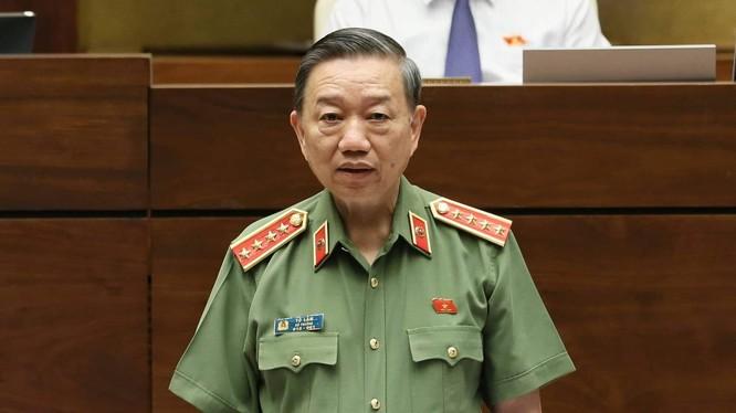 Bộ trưởng Tô Lâm đăng đàn trả lời chất vấn của các ĐBQH sáng nay.