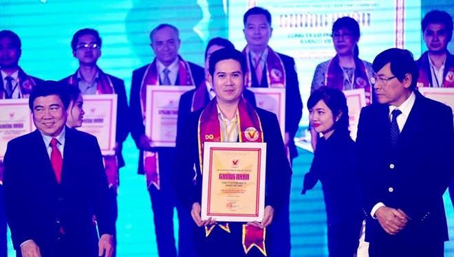 Phạm Văn Tam nhận rất nhiều giải thưởng, trong đó rất đáng chú ý là sản phẩm của Asanzo được người tiêu dùng trong nước bình chọn là hàng Việt Nam chất lượng cao.