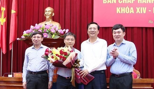 Lãnh đạo tỉnh Quảng Ninh chúc mừng Tân Phó Bí thư Tỉnh ủy Quảng Ninh Nguyễn Văn Thắng.