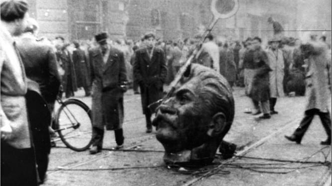 Một loạt các cuộc nổi dậy có quy mô toàn quốc đầu tiên tại một nước cộng sản, chống lại mô hình độc đoán của cộng sản Stalinit.