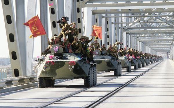 Liên Xô ý thức rất rõ về các rủi ro nếu can thiệp quân sự vào Afghanistan nhưng rốt cuộc họ vẫn chấp nhận đưa quân vào đó sau nhiều lần cân nhắc...