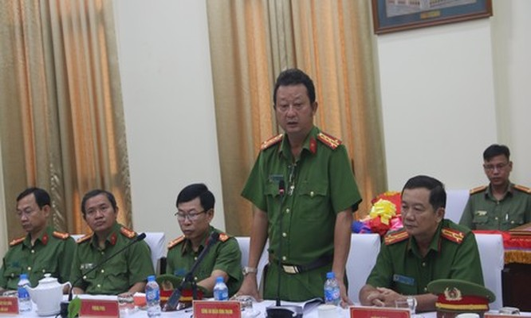Đại tá Nguyễn Hoàng Thắng báo cáo về quá trình triệt phá đường dây ma túy lớn