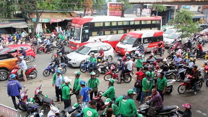 ở Giao thông - Vận tải Hà Nội đề xuất người hành nghề 'xe ôm' phải được cấp phép và có biển hiệu.
