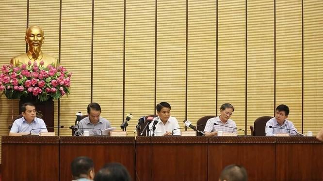 Đại diện lãnh đạo TP Hà Nội, Thanh tra Chính phủ trong buổi trao đổi thông tin, vừa diễn ra chiều nay (27/8).