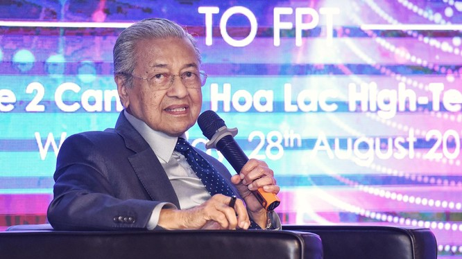 Thủ tướng chia sẻ về kinh nghiệm chuyển đổi số thành công của Malaysia.