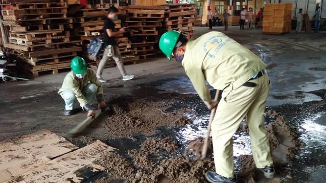 Công ty cổ phần Môi trường đô thị và công nghiệp 10 (URENCO 10) đã vận chuyển khoảng 13,5 tấn chất thải đưa đi xử lý.