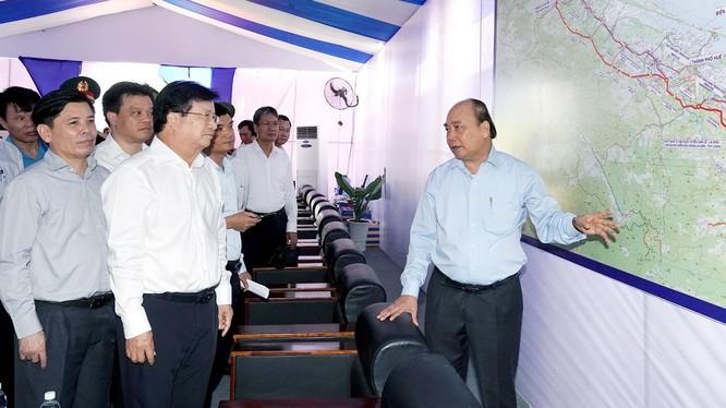 Thủ tướng Nguyễn Xuân Phúc tại Lễ khởi công xây dựng dự án tuyến cao tốc Cam Lộ-La Sơn