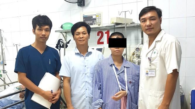 Bệnh nhân được xuất viện khỏe mạnh sau 17 ngày điều trị tích cực tại Bệnh viện 19-8