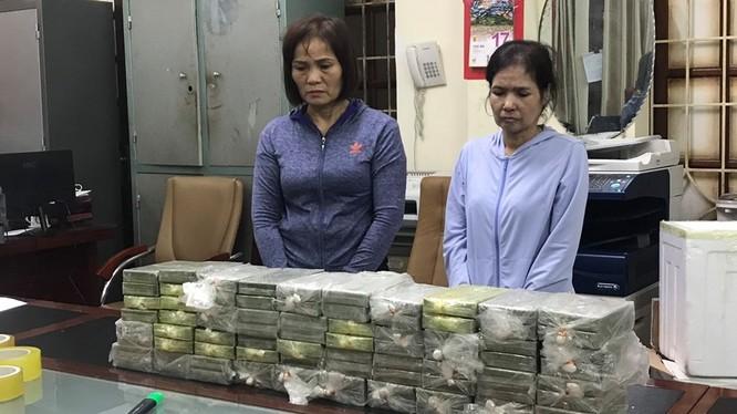 Hai nữ quái cùng số ma túy bị bắt quả tang.