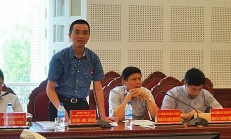 Nguyên Chánh Thanh tra Bộ TT&TT Đặng Anh Tuấn (áo xanh) khi còn đương nhiệm.