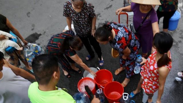 Hà Nội khuyến cáo người dân không sử dụng nguồn nước sông Đà.
