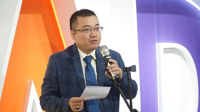 Chủ tịch Alphabooks Nguyễn Cảnh Bình phát biểu tại văn phòng mới Alpha Forest.