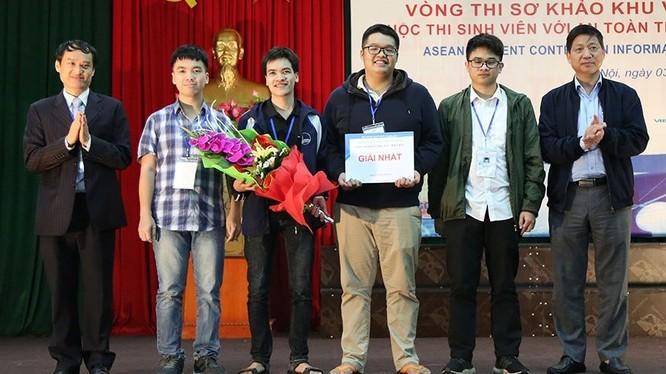 """Đội Just ∫du It! gồm 4 sinh viên Đại học Công nghệ - Đại học Quốc gia Hà Nội nhận giải Nhất khu vực miền Bắc cuộc thi """"Sinh viên với An toàn thông tin ASEAN 2019""""."""