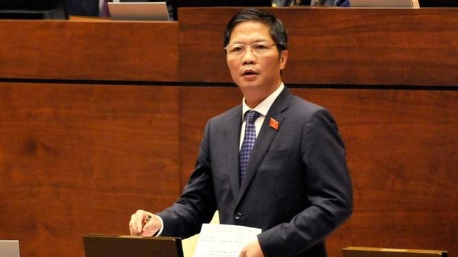 Bộ trưởng Bộ Công thương Trần Anh Tuấn trả lời chất vấn ĐBQH chiều nay (6/110).